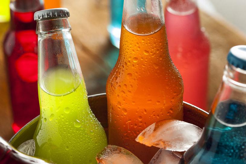 Napoje gazowane niszczą szkliwo /©123RF/PICSEL
