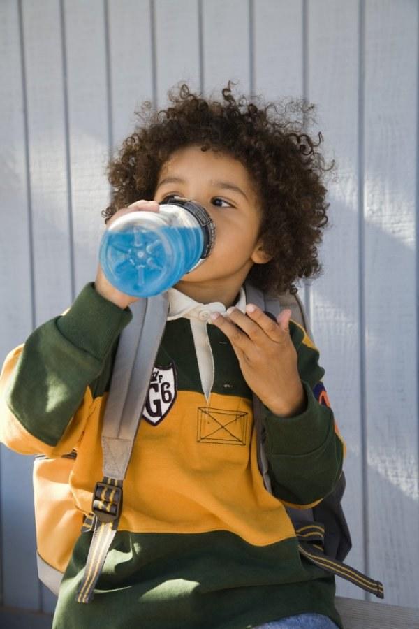 napoje izotoniczne dla dzieci /© Photogenica