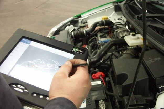 Naprawa nowoczesnych samochodów nie jest możliwa bez zaawansowanego sprzętu /
