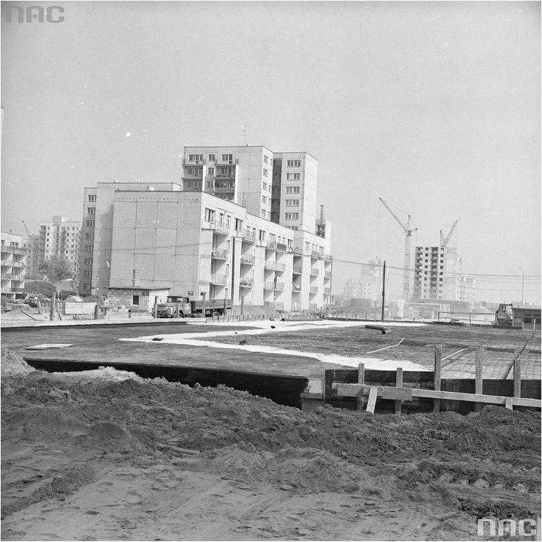 Naprzemienność niskich i wysokich bloków miała być lekarstwem na monotonnię wielkiej płyty /Narodowe Archiwum Cyfrowe /INTERIA.PL