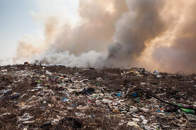 Narasta śmieciowy problem /©123RF/PICSEL