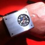Naręczny zegar atomowy