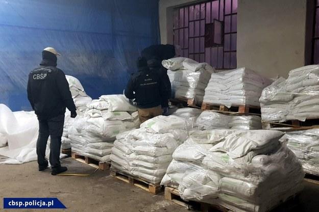 Narkotyki były ukryte w workach z kredą /CBŚP