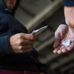 Narkotyki: niedoceniane zagrożenie – tak wśród młodych, jak i dorosłych