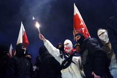 Narodowcy dotarli przed pomnik Romana Dmowskiego