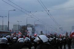 Narodowcy maszerują przez Warszawę