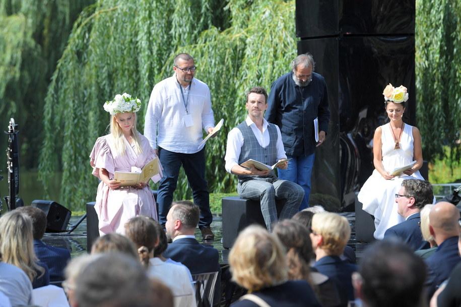 """Narodowe Czytanie """"Balladyny"""" w Ogrodzie Saskim w Warszawie / Radek Pietruszka   /PAP"""