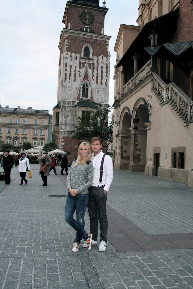 Narzeczeni najpierw wybrali się na krakowski Rynek... /materiały prasowe