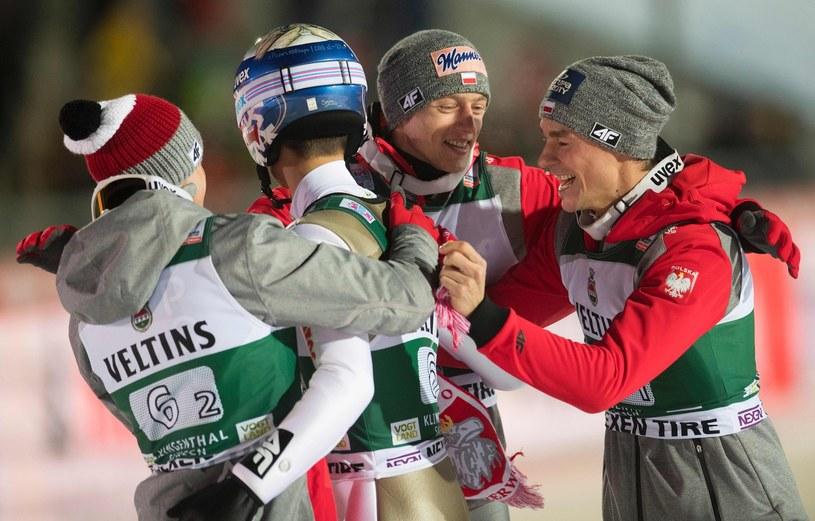 Nasi skoczkowie cieszą się na skoczni Klingenthal /AFP