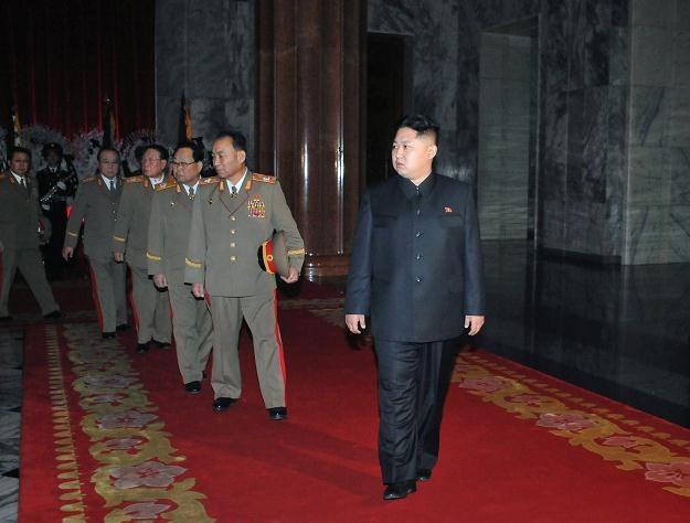 Następcą zmarłego 17 grudnia Kim Dzong Ila został jego najmłodszy syn, Kim Dzong Un /PAP/EPA