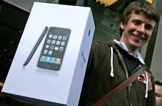 Następna wersja iPhone'a już wzbudza w sieci niezdrowe emocje /AFP