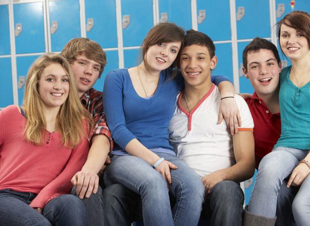 Nastolatek najchętniej postawiłby mur między tobą a kolegami  /© Panthermedia