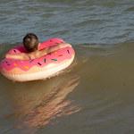 Nastolatek poszedł popływać na wakacjach – kilkanaście dni potem nie żył. Jak to możliwe?