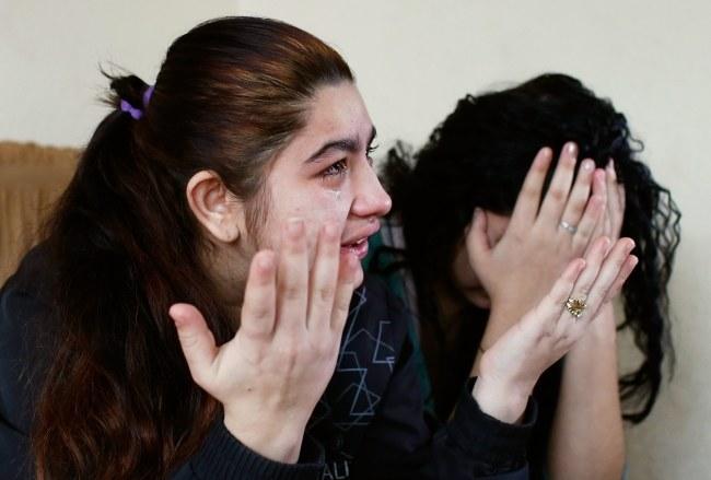 Nastolatka grozi, że popełni samobójstwo /VALDRIN XHEMAJ    /PAP/EPA