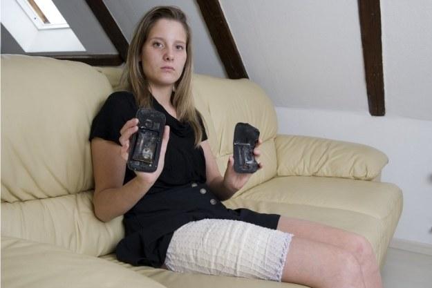Nastolatka raniona przez eksplozję baterii w smartfonie. Fot. Andree-Noelle Pot /materiały prasowe
