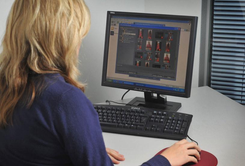 Nastolatka spędzała na rozmowach w internecie całe godziny, szczególnie w nocy. Zdjęcie ilustracyjne. /East News