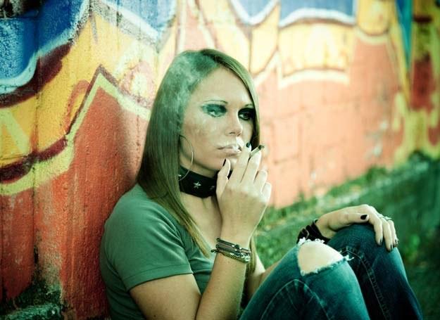 Nastolatki często używają slangu rozmawiając o narkotykach /© Panthermedia