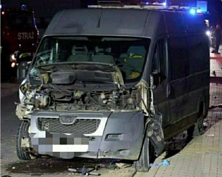 Nastolatkowie na hulajnodze wjechali pod samochód dostawczy /KPP Nowy Targ  /materiały prasowe