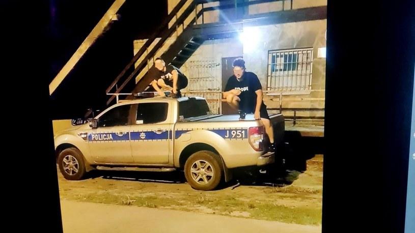 Nastolatkowie zdjęcia publikowali w sieci /Policja