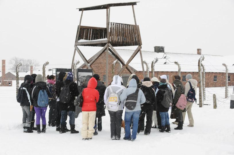 Nastoletni turyści z Anglii próbowali wywieźć przedmioty z Muzeum Auschwitz /Wojtek Laski /East News