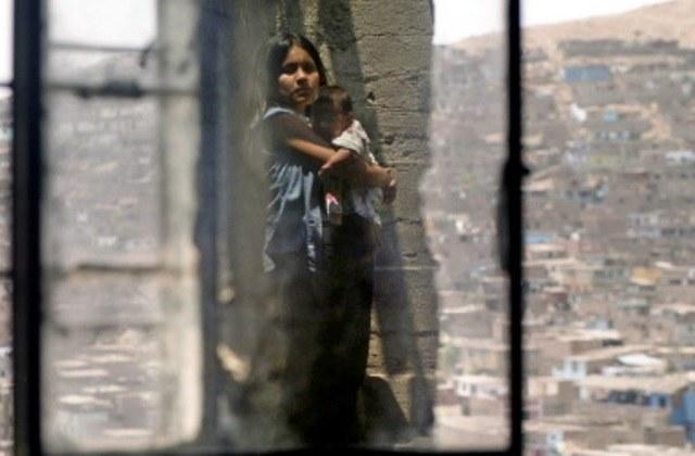 Nastoletnie dziewczynki zachodzą w ciążę /AFP