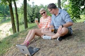 Natalia i Ludwik dzięki Internetowi mieli kontakt z synami /  /Agencja W. Impact