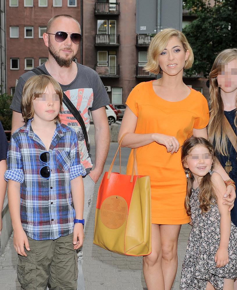 Natalia Kukulska z mężem i dziećmi /- /MWMedia