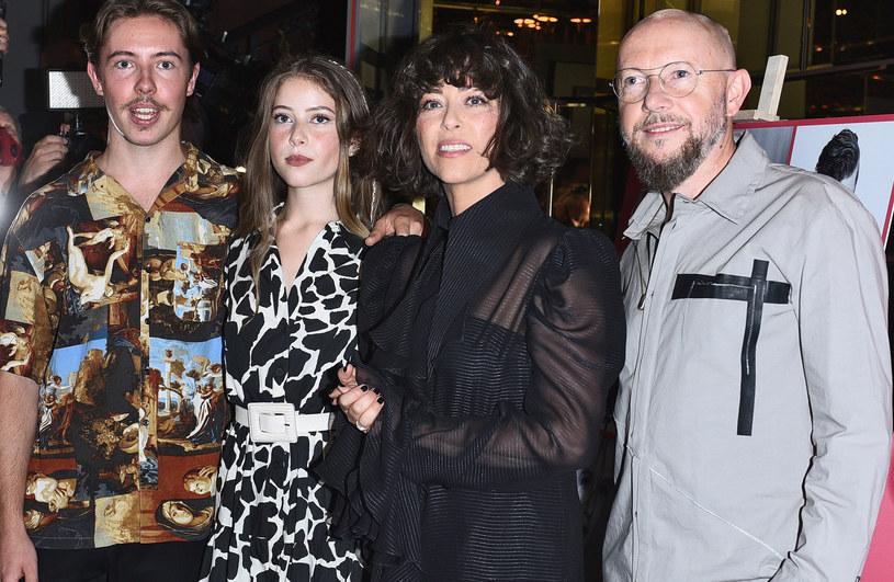 Natalia Kukulska z mężem oraz córką i synem /Andras Szilagyi /MWMedia