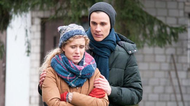 Natalia (Marcjanna Lelek) i Darek (Marcel Sabat) spodziewają się dziecka. Jak młodzi poradzą sobie z tą sytuacją? /Agencja W. Impact