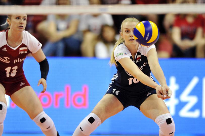 Natalia Mędrzyk przyjmuje piłkę w meczu z Turcją /www.fivb.org
