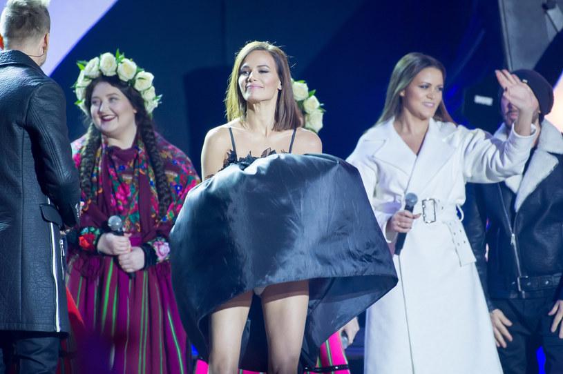 Natalia Szroeder wraz z innymi wykonawcami na scenie /Wojciech Strozyk/ /Reporter
