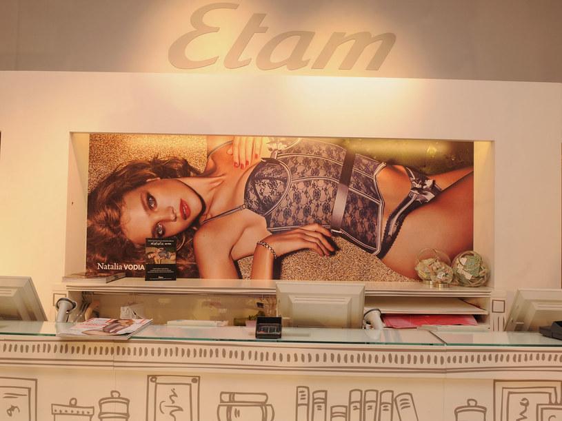 Natalia w reklamie kolekcji bielizny i strojów kąpielowych dla firmy Etam  /Getty Images/Flash Press Media