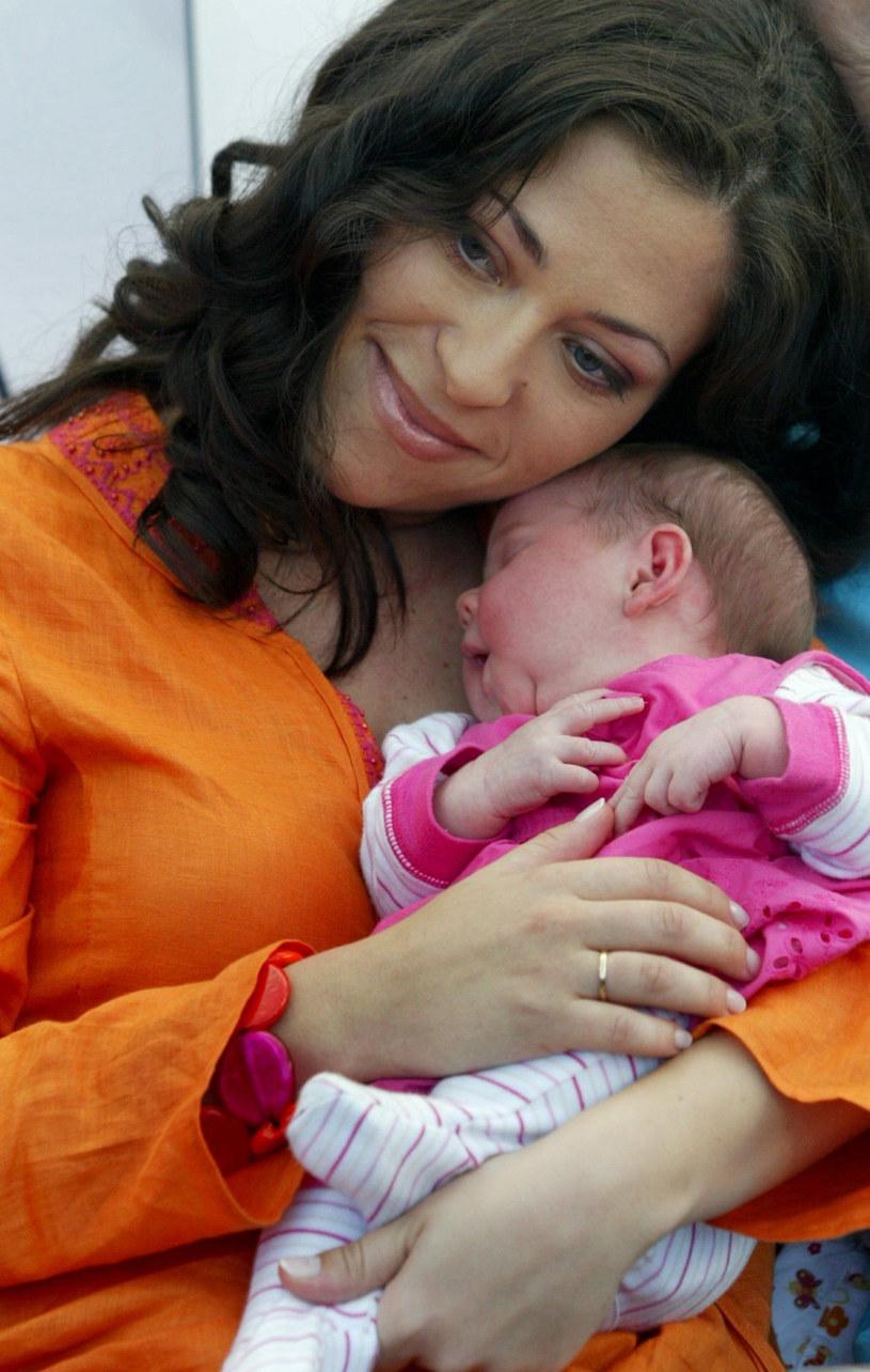 Natalia z małą Anią (2005 r.) /Grzybowski  /East News