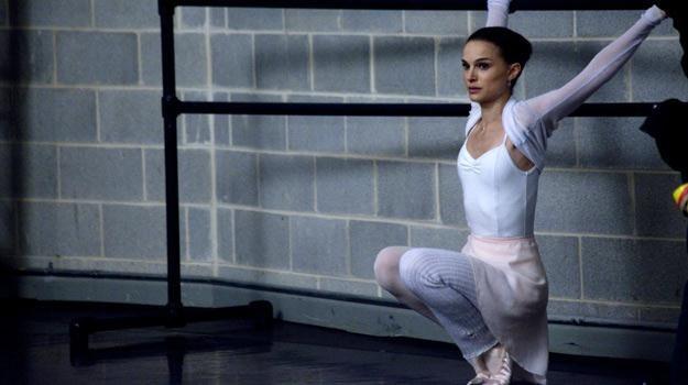 """Natalie Portman w filmie """"Czarny łabędź"""" /materiały dystrybutora"""