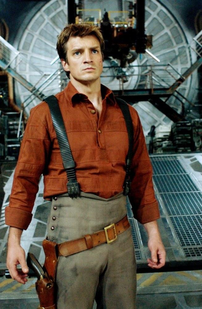 """Nathan Fillion jako kapitan Mal Reynolds w """"Firefly"""" /materiały prasowe"""