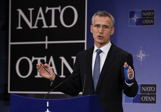 """NATO chce """"dostosować zdolności wojskowe do bardziej asertywnej Rosji"""" /AFP"""