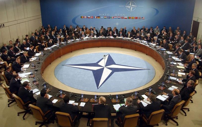 NATO musi zrewidować swoje plany obronne. /AFP