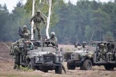 """NATO pokazuje """"szpicę"""" w działaniu na poligonie w Żaganiu"""