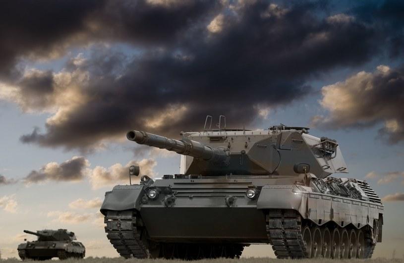 NATO zainwestuje w czołgi nowej generacji zasilanego panelami słonecznymi? /123RF/PICSEL