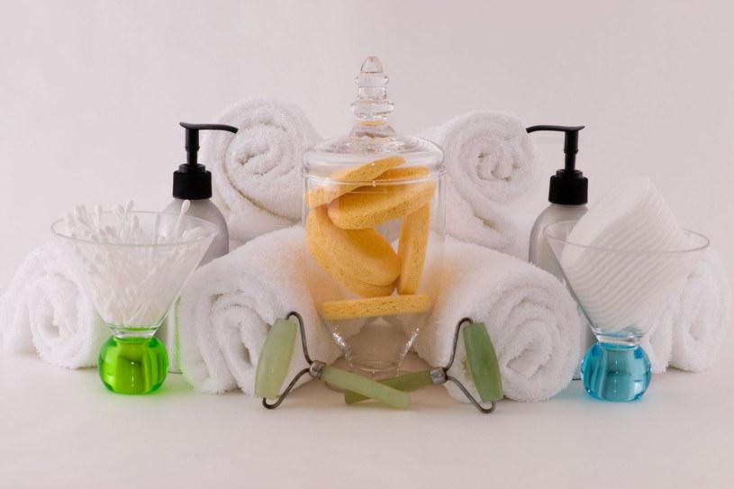 Natomiast kosmetyku do oczyszczania musisz obowiązkowo użyć wieczorem, najlepiej zaraz po powrocie z pracy, gdyż tylko czysta skóra może się w nocy zregenerować /123RF/PICSEL