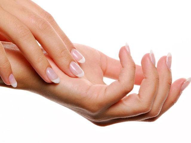 Naturalna dezynfekcja rąk /© Photogenica