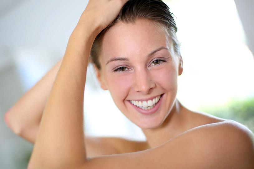 Naturalne kosmetyki do włosów nie tylko odżywią włosy, ale podkreślą ich piękny kolor /123RF/PICSEL