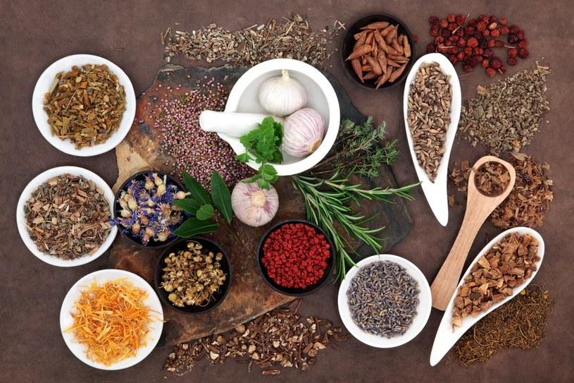 naturalne lekarstwa /© Photogenica