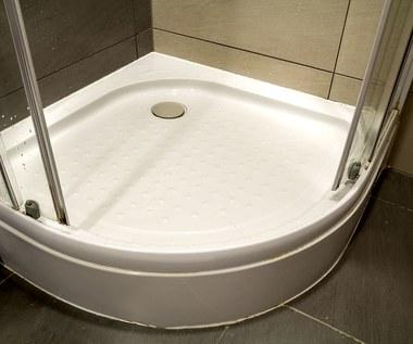 Naturalne metody czyszczenia kabiny prysznicowej