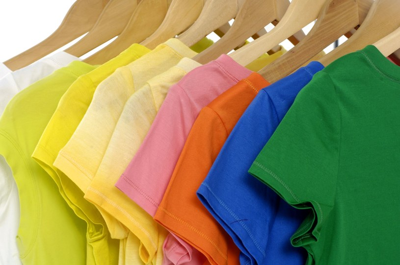 Naturalne metody wywabiania plam często są bezpieczniejsze i nie niszczą tkanin /123RF/PICSEL