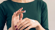 Naturalne sposoby na przesuszone dłonie