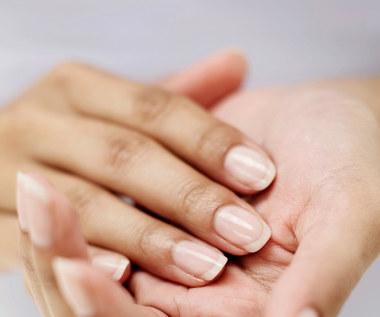 Naturalny środek z żelatyny wzmacniający paznokcie
