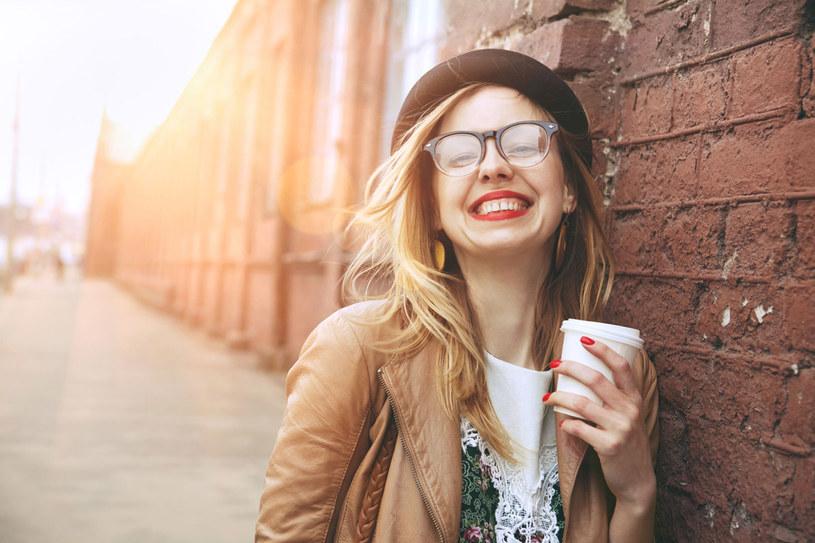 Natychmiastowy efekt dają tylko preparaty z kofeiną lub guaraną, jednak te substancje działają wyłącznie pobudzająco /123RF/PICSEL