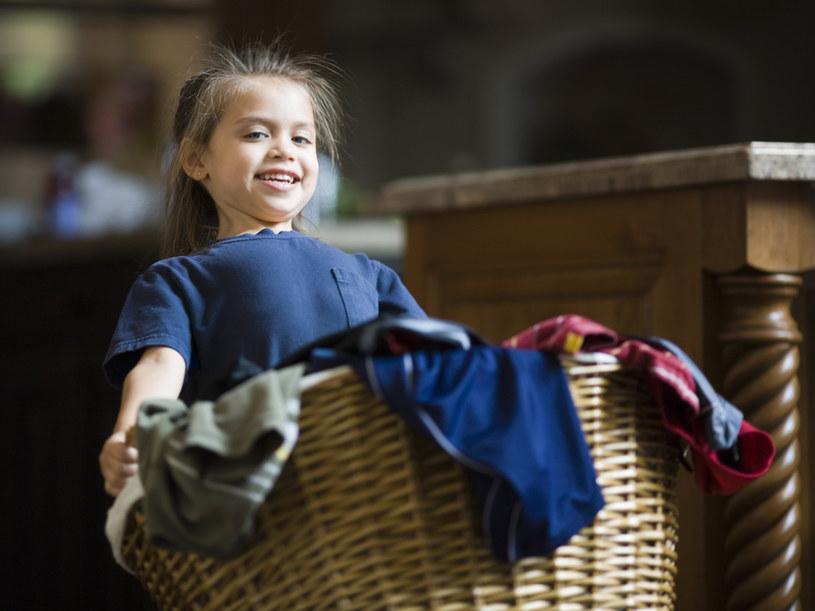 Naucz dzieci segregować pranie /© Photogenica