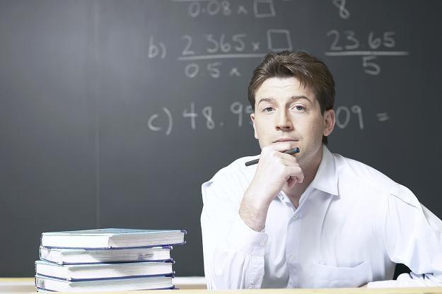 Nauczyciel dyplomowany ma zarabiać średnio ponad 4,8 tys. zł /© Bauer
